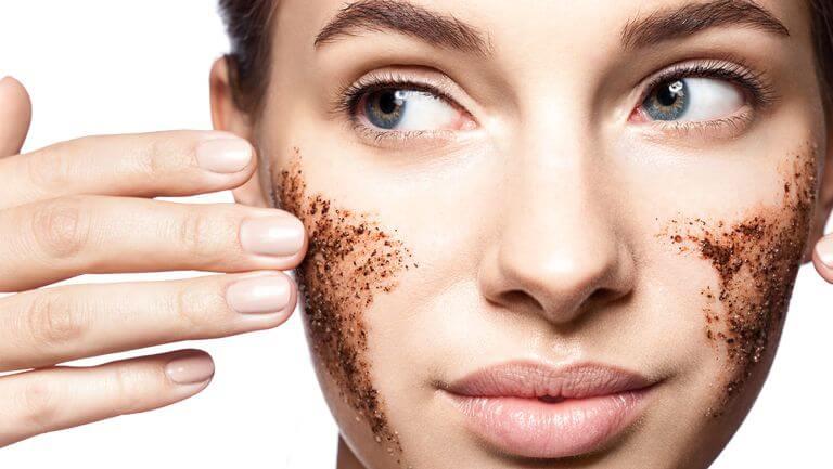 os melhores esfoliantes para a pele oleosa e com acne